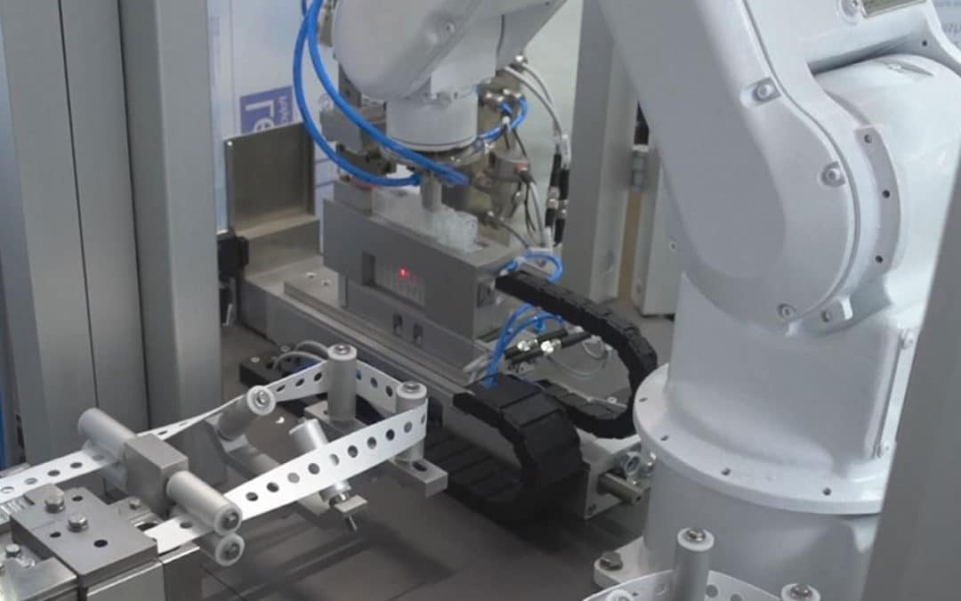 HO-MA manufactures robot cells for CORONA – diagnostics in record time